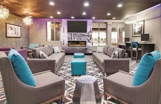 Hotelhal La Quinta Inn & Suites by Wyndham Cleveland Airport West