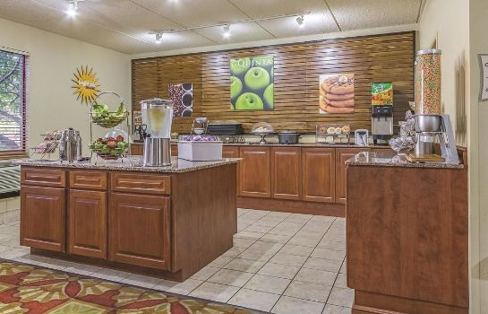 Restaurant La Quinta Inn & Suites Cleveland Airport West
