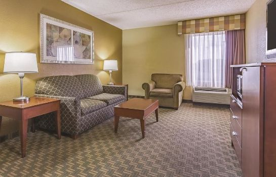 Camera standard La Quinta Inn & Suites by Wyndham Cleveland Airport West