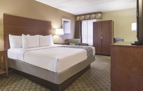 Camera standard La Quinta Inn & Suites Cleveland Airport West