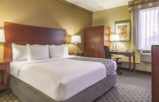 Camera La Quinta Inn & Suites by Wyndham Cleveland Airport West