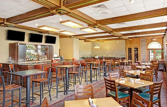 Hotel bar BAYMONT INN & SUITES HOUSTON-