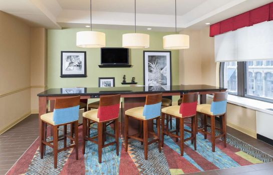Restaurant Hampton Inn Indianapolis Dwtn Across from Circle Centre