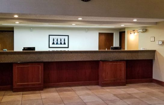 Hall Clarion Inn & Suites Central I-44