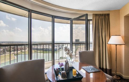 Suite Omni Mandalay Hotel at Las Colinas