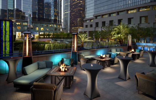 Hotel bar Omni LA at California Plaza