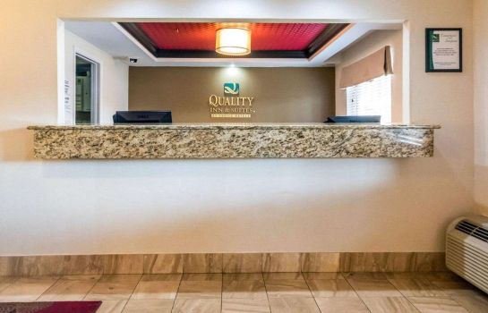 Lobby Quality Inn & Suites University/Airport