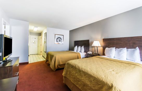 Room Quality Inn & Suites University/Airport