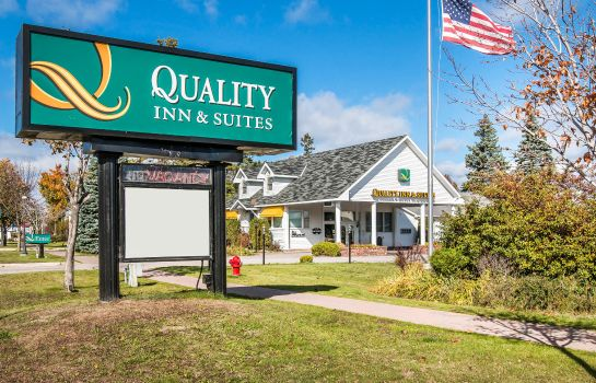 Hotelhalle Quality Inn and Suites Beachfront