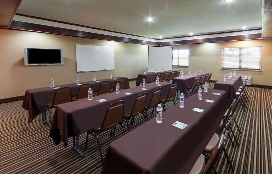 Conference room Quality Suites Addison