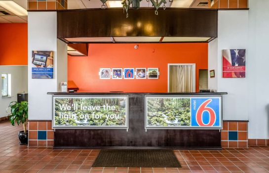 Hall MOTEL 6 OAKDALE