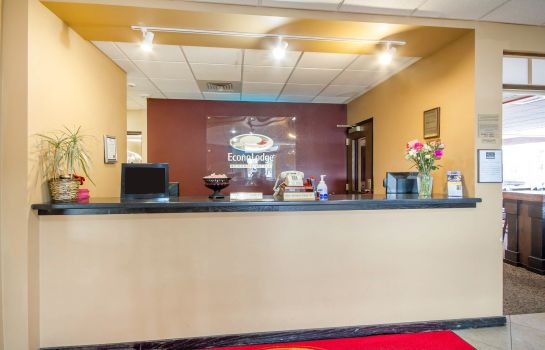 Hall Econo Lodge Sheboygan