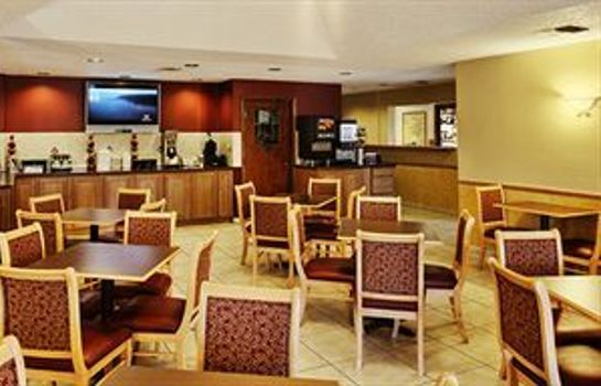 Breakfast room Orangewood Inn & Suites