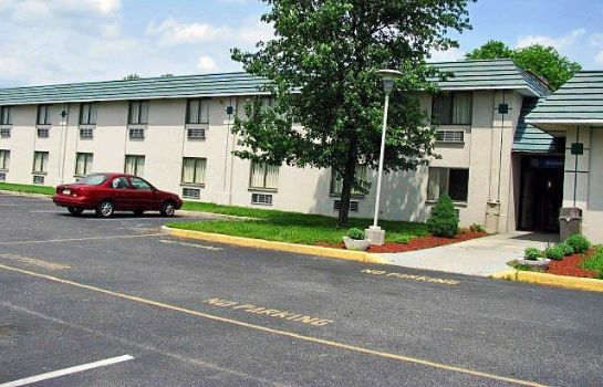 Exterior view MOTEL 6 GIBBSTOWN NJ
