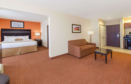 Suite Wingate by Wyndham Tulsa