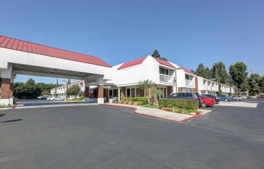 Exterior view Motel 6 Santa Ana, CA - Irvine - Orange County Airport
