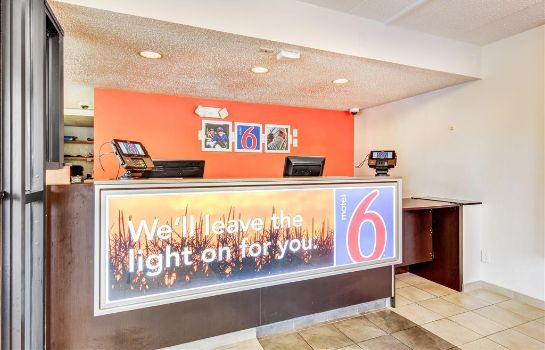 Hall MOTEL 6 BRIDGETON