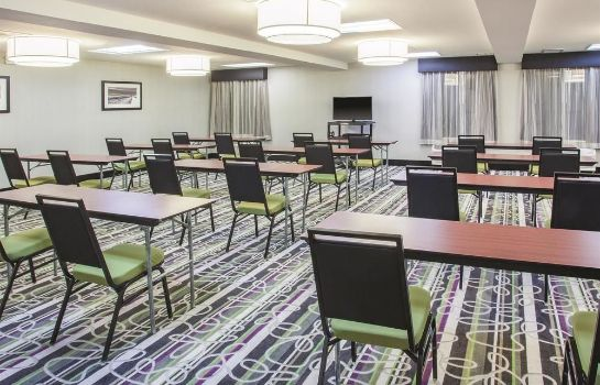 Meeting room La Quinta Inn & Suites Cedar Rapids