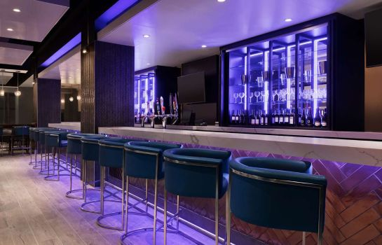 Bar hotelowy Embassy Suites by Hilton Toronto Airport