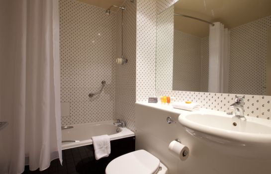 Bathroom London Croydon Aerodrome Hotel Signature Collection by Best Western