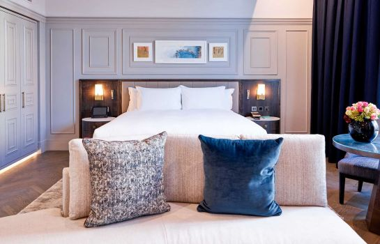 Room The Trafalgar St. James London Curio Collection by Hilton