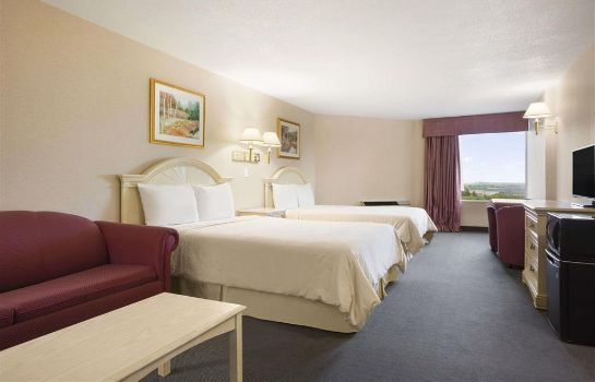 Suite Travelodge Hotel by Wyndham Niagara Falls By the Falls