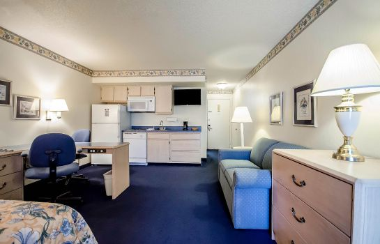 Zimmer Clarion Inn and Suites Evansville