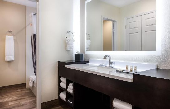 Bagno in camera La Quinta Inn by Wyndham Clearwater Central