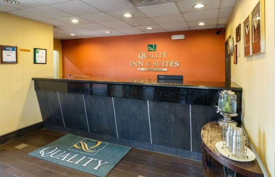 Lobby Quality Inn and Suites