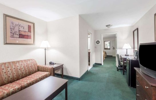 Suite Ramada by Wyndham Groton