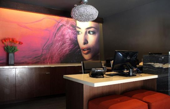 Reception BLVD Hotel & Suites-Walking Distance to Hollywood Walk of Fame