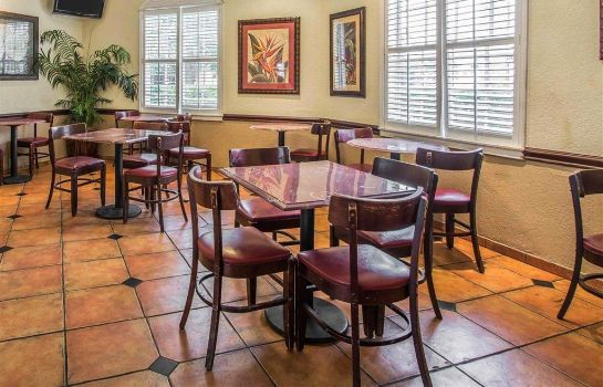 Restaurant Quality Inn and Suites Airport/Cruise Po