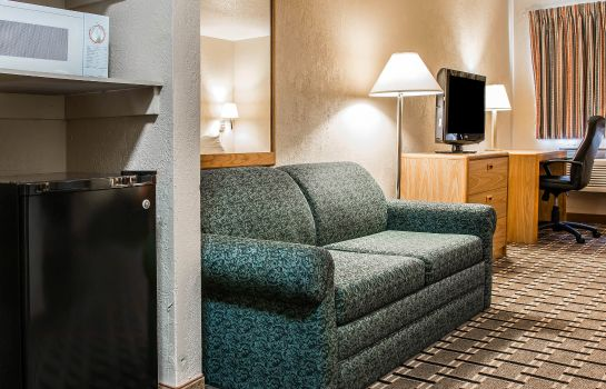 Room Quality Inn & Suites Holland