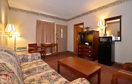 Suite Quality Inn West
