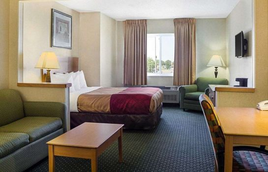Suite Econo Lodge West I-29 West Acres Mall
