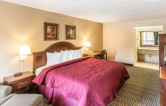 Room Quality Inn & Suites Easley