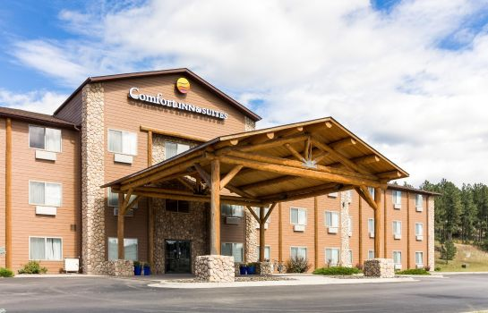 Exterior view Comfort Inn & Suites near Black Hills Parks and Forests
