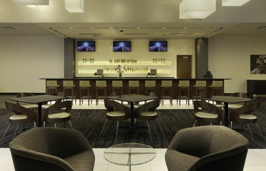 Hotel bar DoubleTree by Hilton Cedar Rapids Convention Complex