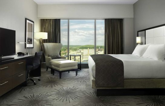 Room DoubleTree by Hilton Cedar Rapids Convention Complex
