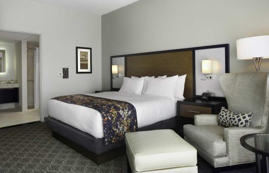 Zimmer DoubleTree by Hilton Cedar Rapids Convention Complex