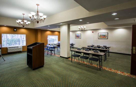 Conference room Comfort Suites Airport