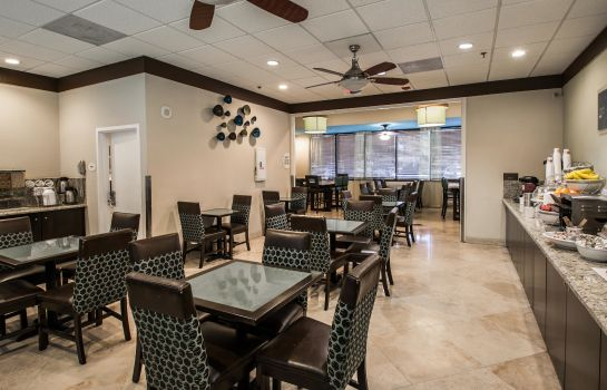 Restaurant Comfort Suites Airport & Cruise Port