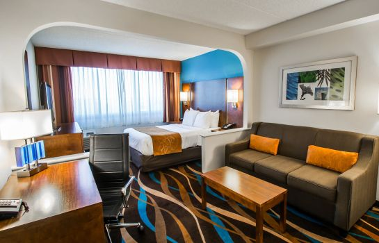 Suite Comfort Suites Airport & Cruise Port