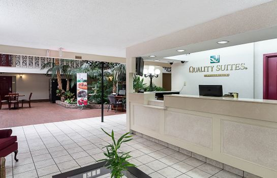 Lobby Quality Suites Wichita