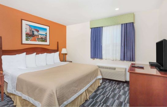 Suite DAYS INN MONTEREY DOWNTOWN