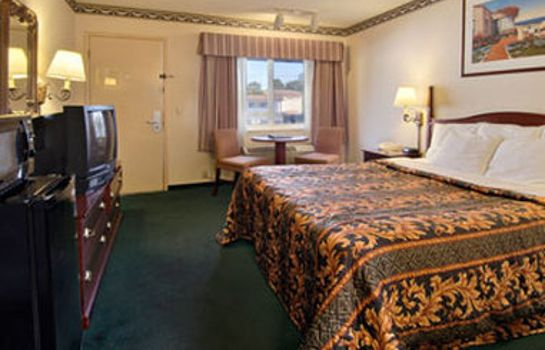 Zimmer DAYS INN MONTEREY DOWNTOWN