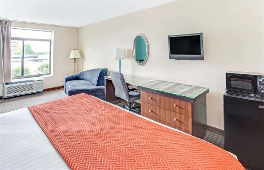 Suite Days Inn by Wyndham College Park/Atlanta /Airport South