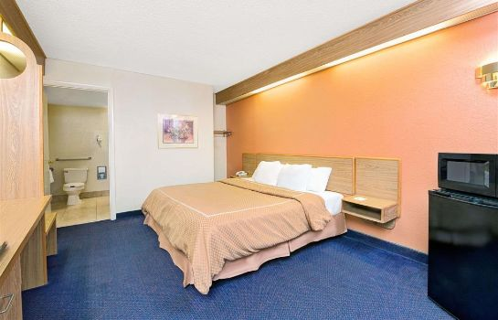 Zimmer Days Inn by Wyndham Charlotte Northlake