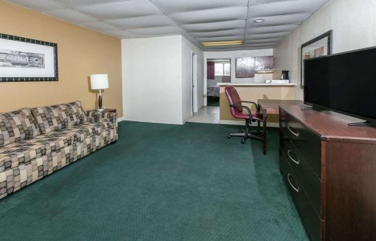 Suite KNIGHTS INN LONGVIEW