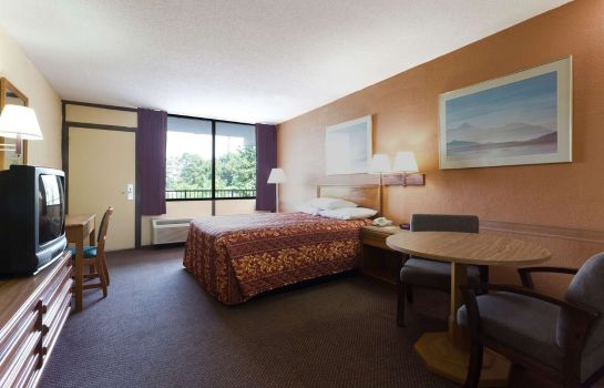 Suite DAYS INN RALEIGH SOUTH